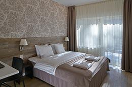 Кровать в гостинице Юрмале